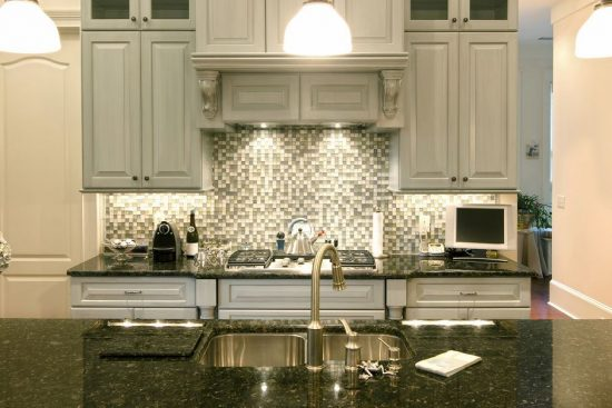 Everything-You-Need-to-Know-Before-Choosing-the-Perfect-Backsplash-for-Your-Kitchen-9-550x367