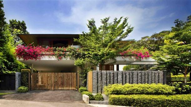 Natural-Contemporary-House-Design-from-side